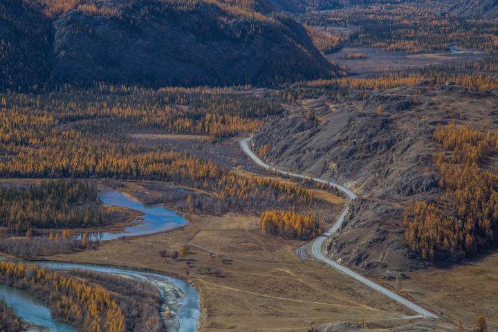 1. Чуйский тракт вдоль реки Чуи