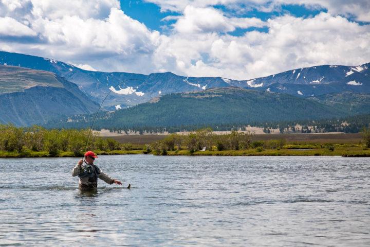 3. Рыбалка на фоне гор