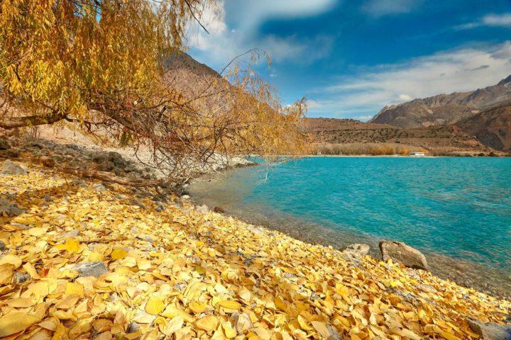 2. Озеро Искандеркуль. Фотография Акмала Усманова