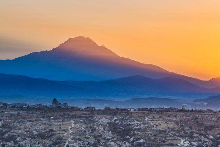 3. Рассвет на фоне вулкана Эрджияс