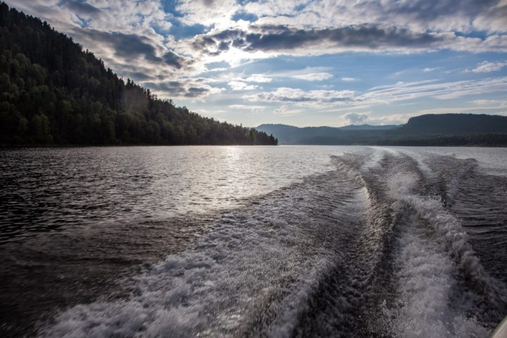 4. По озеру