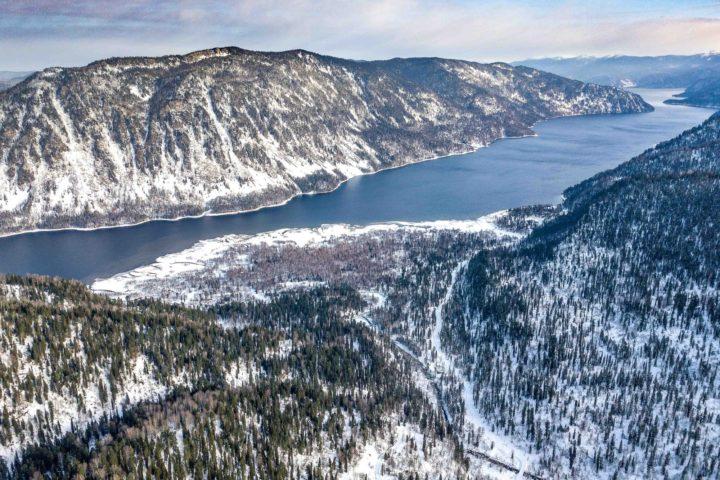 2. Вид с перевала на Телецкое озеро