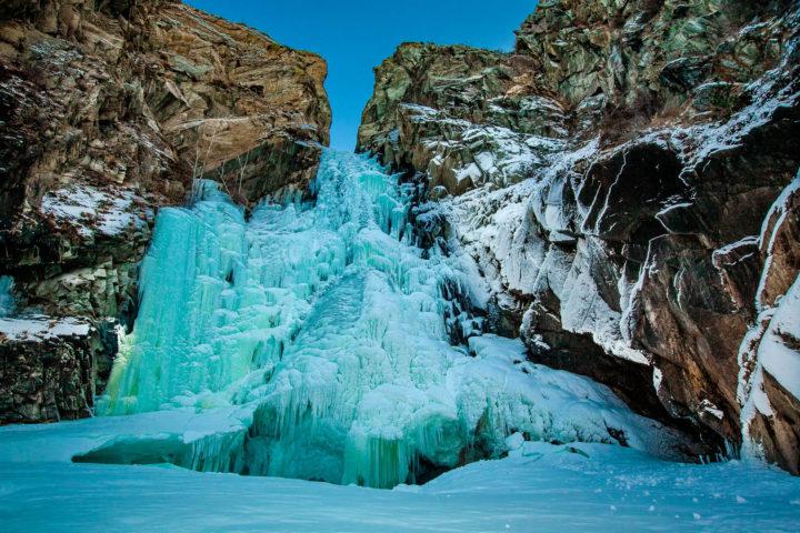 2. Замерзший водопад Куркуре