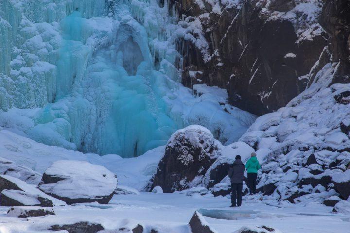 4. Замерзшие водопады это очень красиво