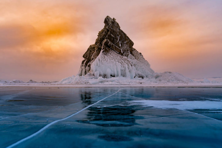 Замерзшие скалы